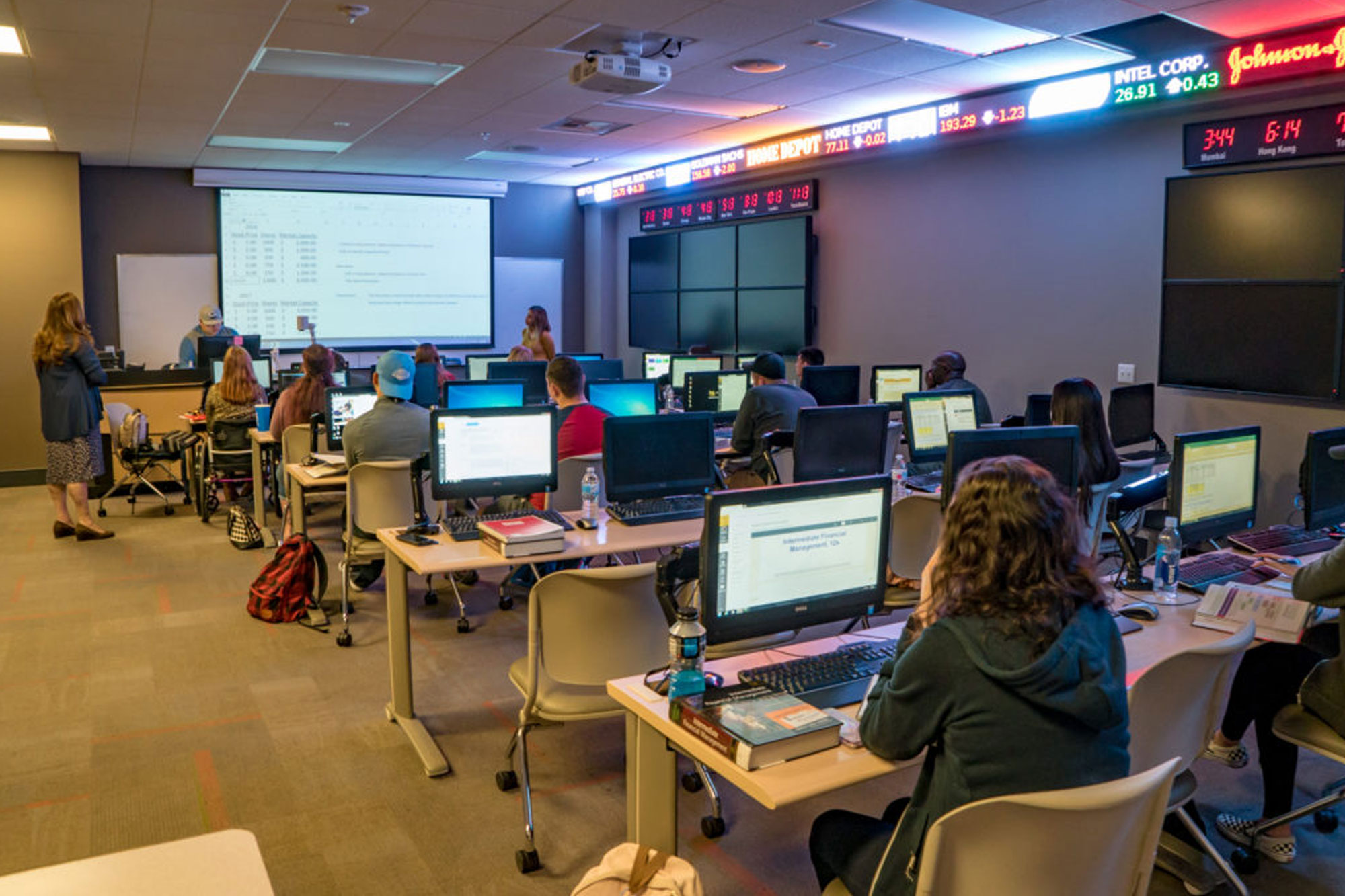 Picture of full classroom in a computer lab